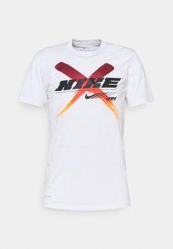 Nike Performance - DRY TEE LEG - T-Shirt print - white