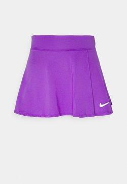 Nike Performance - VICTORY FLOUNCY SKIRT - Urheiluhame - wild berry/white