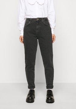 Pieces Petite - PCLEAH MOM  - Slim fit jeans - black