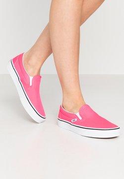 Vans - CLASSIC UNISEX - Loaferit/pistokkaat - knockout pink/true white