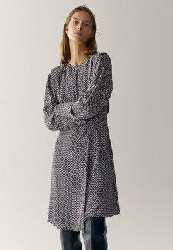 Massimo Dutti - MIT GEOMETRISCHEM PRINT  - Sukienka letnia - bordeaux