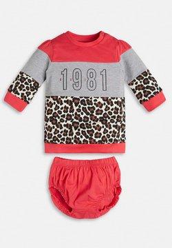 Guess - SET - Sweatshirt - rot/merf.