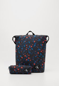 Calvin Klein Jeans - TECHNICAL FLAP BACKPACK SET - Reppu - black