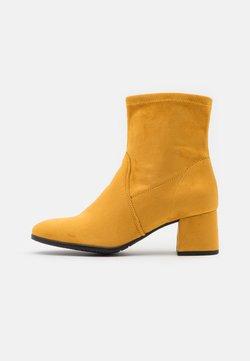 Tamaris - BOOTS - Stövletter - mustard