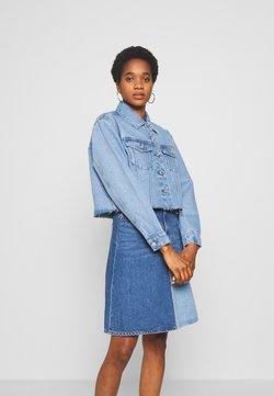 Vero Moda - VMKATRINA CROP JACKET - Veste en jean - light blue denim