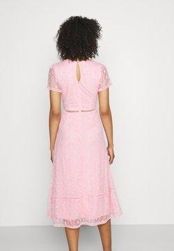 Lace & Beads - EMILY MIDI - Vestido de cóctel - pink