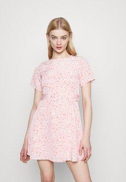 Fashion Union - AMBER DRESS - Freizeitkleid - salmon