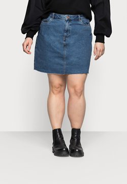 Vero Moda Curve - VMMIKKY RAW SKIRT MIX - Minirock - medium blue denim