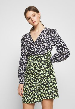 Glamorous - MIX PRINT WRAP DRESS - Kjole - lilac/green