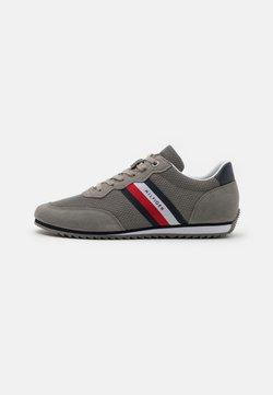 Tommy Hilfiger - ESSENTIAL RUNNER - Sneakersy niskie - pewter grey