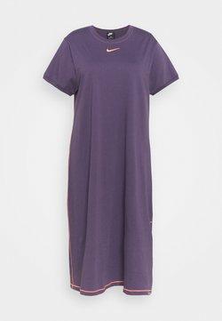 Nike Sportswear - Jerseykleid - dark raisin