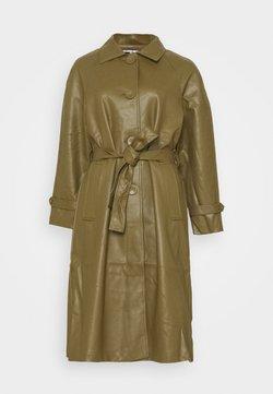 Fashion Union Petite - MARGOT - Trenchcoat - olive
