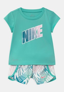Nike Sportswear - LASER BLOCKSPRINTER SET - Camiseta estampada - tropical twist