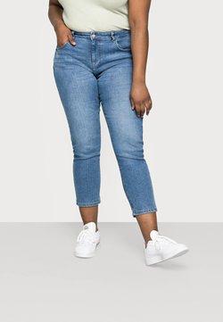 ONLY Carmakoma - CARHYSON LIFE GIRLFRIEND - Jeans Skinny Fit - medium blue denim