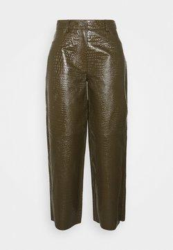 Lovechild - ASTON PANTS - Pantalon en cuir - desert palm