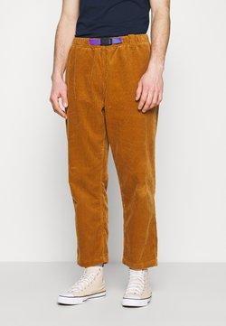 Converse - TRAIL PANT - Pantaloni - dark soba