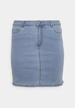 Vero Moda Curve - VMHOT SKIRT - Minirock - light blue denim