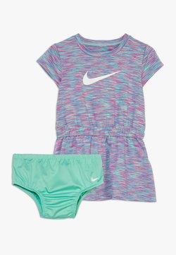 Nike Sportswear - SPACE DYE DRESS BABY - Vestido ligero - emerald rise