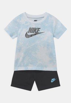 Nike Sportswear - MAGIC CLUB SET UNISEX - T-shirt print - black