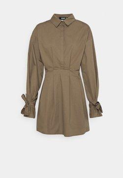 Missguided - TIE CUFF BALLOON SKATER - Vestido camisero - khaki