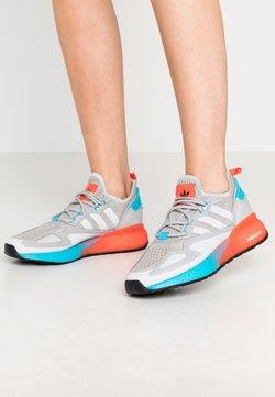 adidas Originals - ZX 2K BOOST  - Sneakersy niskie - grey two/signal cyan