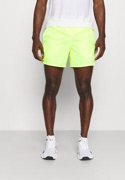 Nike Performance - CHALLENGER SHORT - Urheilushortsit - volt