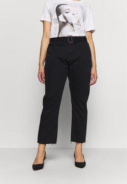 Missguided Plus - TORTOISE BUCKLE - Straight leg jeans - black