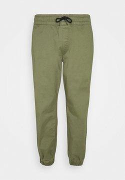 Jack & Jones - JJIGORDON JJLANE - Jogginghose - deep lichen green