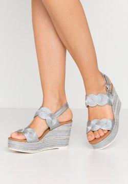Marco Tozzi - Korolliset sandaalit - silver
