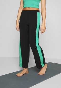 Curare Yogawear - PANTS WIDE GALON STRIPE - Pantalones deportivos - black/green lagoon