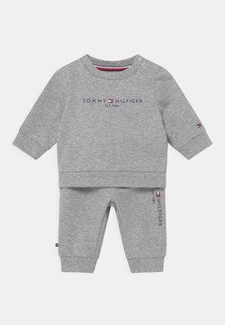 Tommy Hilfiger - BABY ESSENTIAL CREWSUIT SET UNISEX - Chándal - grey