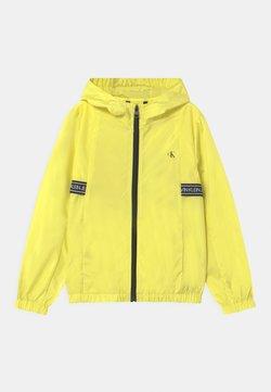 Calvin Klein Jeans - LOGO TAPE UNISEX - Veste mi-saison - yellow