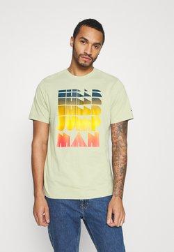 Jordan - AIR WASH CREW - T-shirt z nadrukiem - celadon