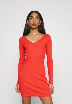 Puma - CLASSICS BODYCON DRESS - Vestido de tubo - poppy red