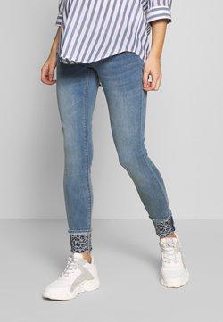 MAMALICIOUS - MLMOSS SLIM REP - Slim fit jeans - light blue denim