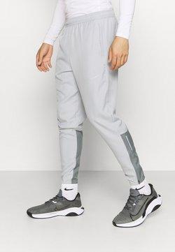 Nike Performance - ESSENTIAL PANT - Pantalones deportivos - light smoke grey/smoke grey/silver