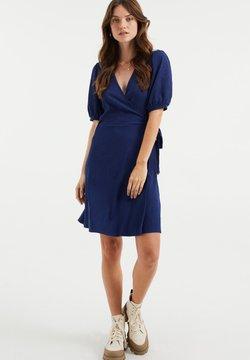 WE Fashion - MET STRUCTUUR - Fodralklänning - navy blue
