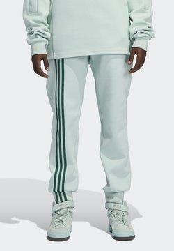 adidas Originals - Jogginghose - greentint/darkgreen