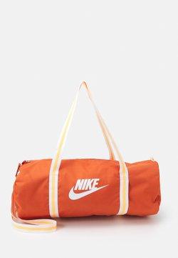 Nike Sportswear - HERITAGE UNISEX - Sporttasche - light sienna/light sienna/white