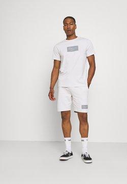CLOSURE London - BOX LOGO TWINSET SET - T-Shirt print - white