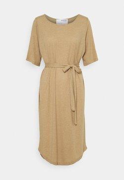 Selected Femme Petite - SLFIVY BEACH DRESS SOLID - Vestido ligero - kelp