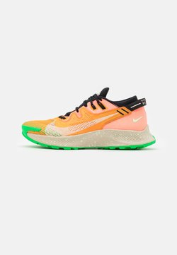 Nike Performance - PEGASUS TRAIL 2 - Löparskor terräng - kumquat/crimson tint/black/atomic pink/vapor green/green spark