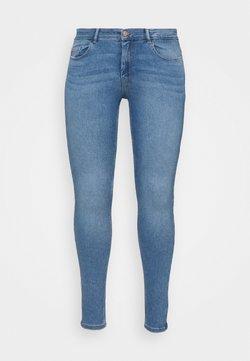 Pieces Curve - PCMIDFIVE FLEX - Jeans Skinny Fit - light blue denim