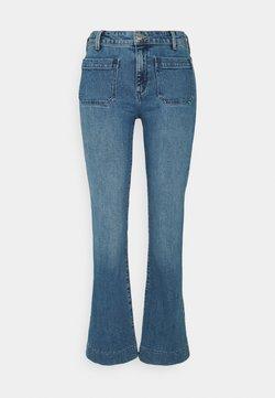 Wrangler - Flared Jeans - sandy