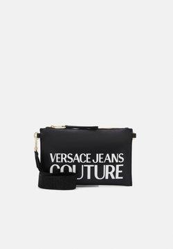 Versace Jeans Couture - MEDIUM POUCHMACROLOGO - Pikkulaukku - nero