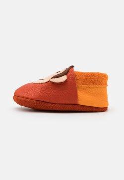 POLOLO - KING LUI UNISEX - Chaussons pour bébé - orange/mango