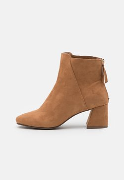 Miss Selfridge Wide Fit - WIDE FIT BRICKS SQUARE TOE FLARED BLOCK HEEL BOOT - Bottines - tan