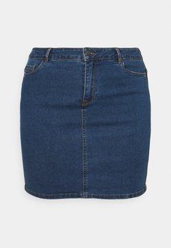 Vero Moda Curve - VMHOT SKIRT - Minirock - medium blue denim