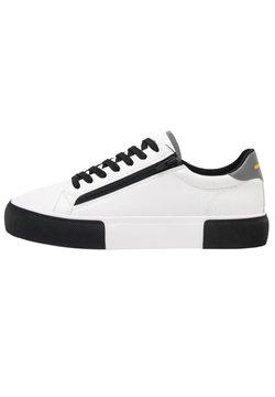 Bershka - KOMBINIERTE HERREN-SNEAKER MIT REISSVERSCHLUSS. 12434660 - Sneaker low - white