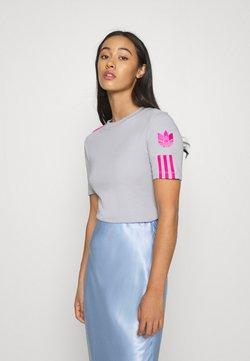 adidas Originals - ADICOLOR SLIM SHORT SLEEVE TEE - T-shirt z nadrukiem - grey two/shock pink